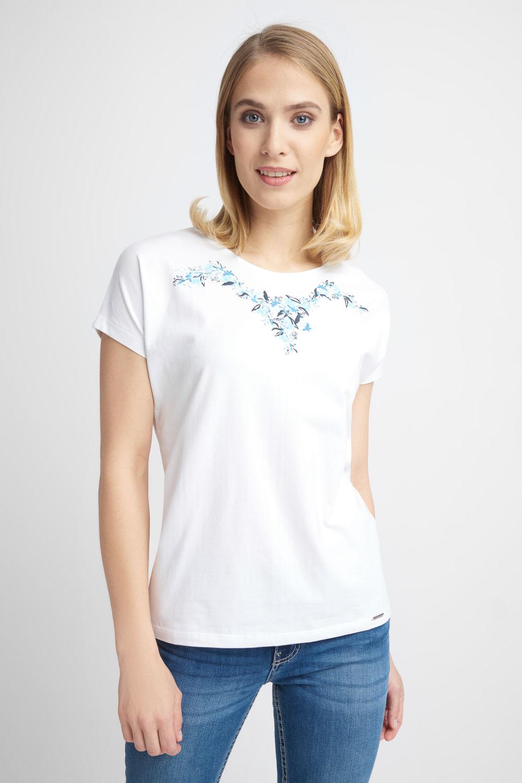 Biała bluzka z haftowanym wzorem