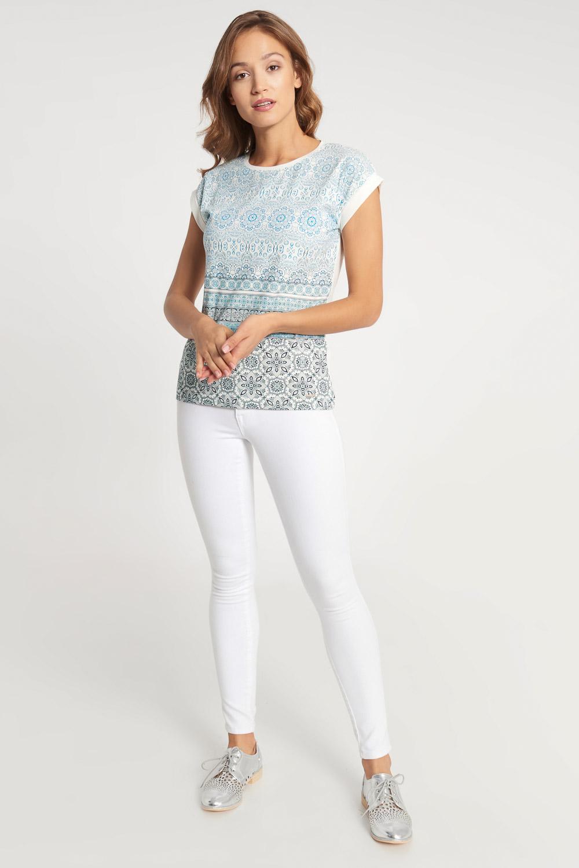 Biała bluzka z niebieskim wzorem ombre