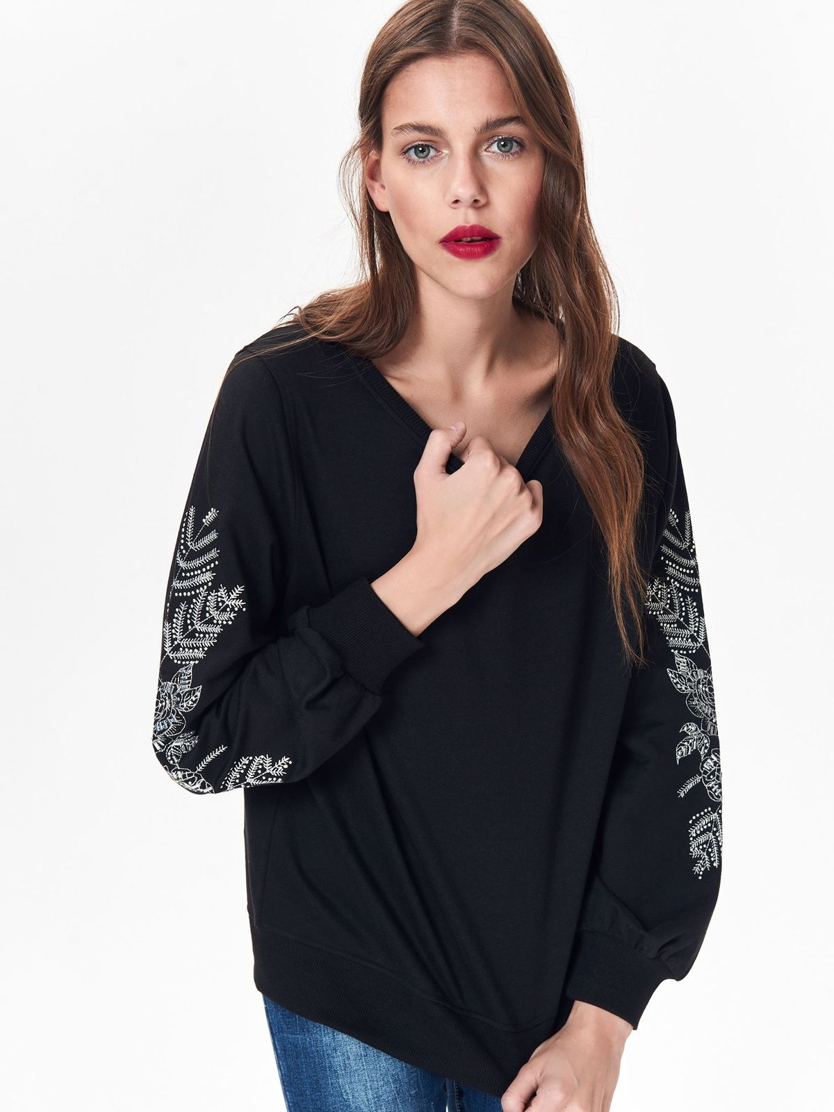 Nierozpinana bluza damska z haftem