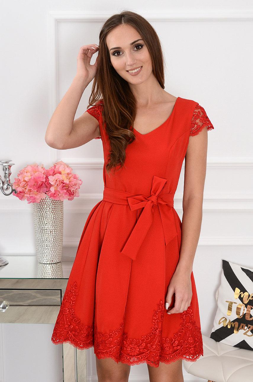 Sukienka rozkloszowana z gipiurą czerwona Wika Rozmiar: S